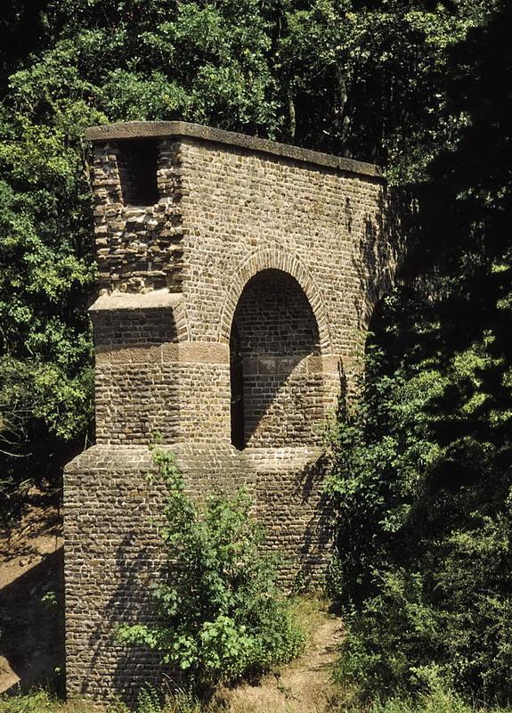 Mechernich-Vussem, wiederaufgebautes Teilstück der Aquäduktbrücke