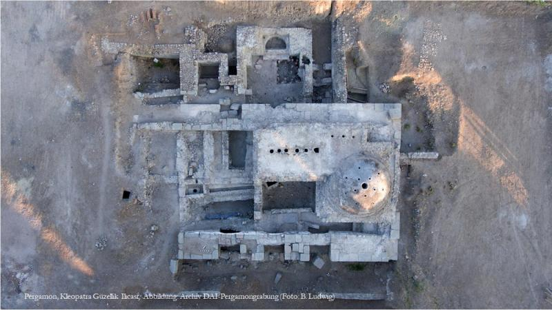 Pergamon, Kleopatra Güzellik Il?cas?; Abbildung: Archiv DAI-Pergamongrabung (Foto: B. Ludwig)