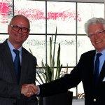 Im Rahmen des Symposiums zum 40-jährigen Bestehen der Frontinus-Gesellschaft in Trier gratuliert der Präsident Hans Mehlhorn (links), am 27. Mai 2016 Dr. Wolfgang Merkel zur Ehrenmitgliedschaft (Foto O.Hoyer).